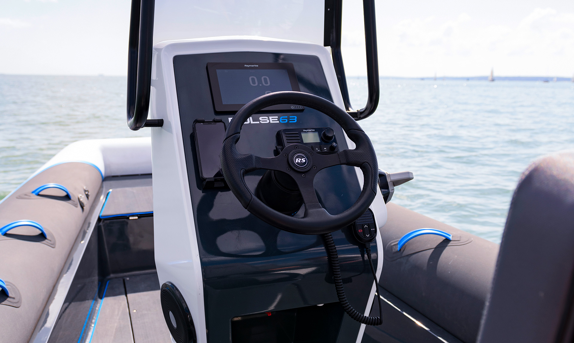 Pulse 63 RIB - RS Electric Boats - Console